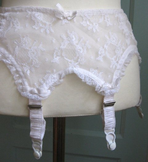 White lace garter belt Betty