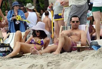 mad-men-hawaii-beach-megan draper bather